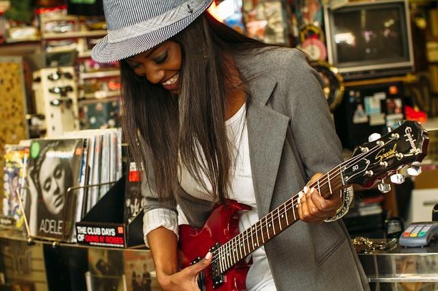 Apprendre à jouer de la guitare en s'amusant