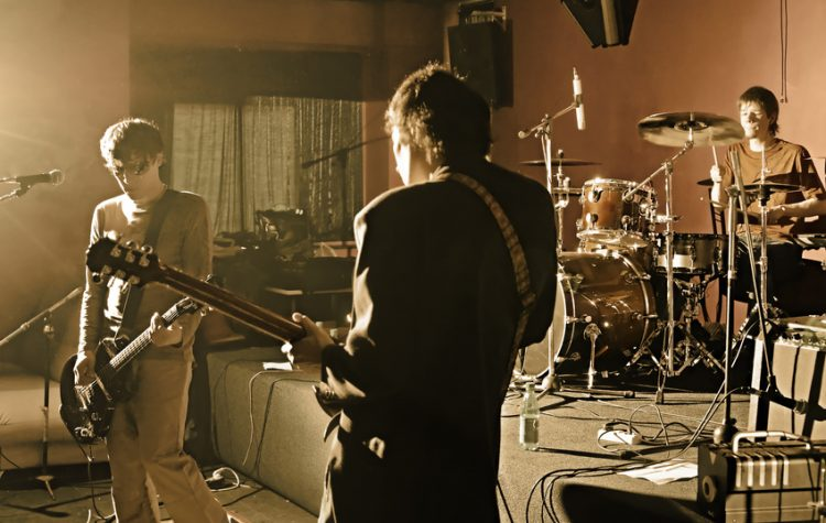 groupe en studio