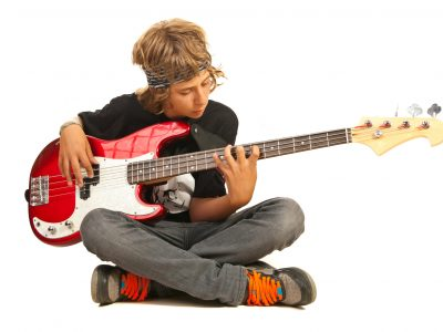 Jeune bassiste Play Notes